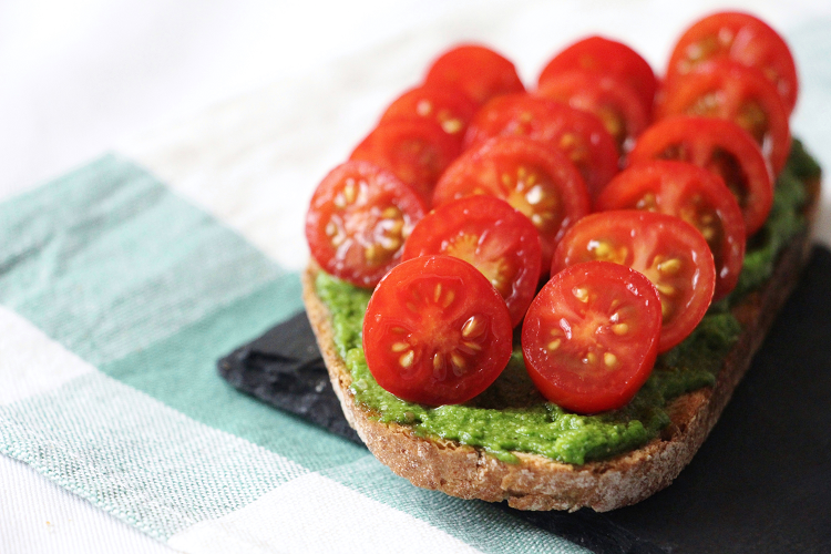 Tartine pesto & tomates